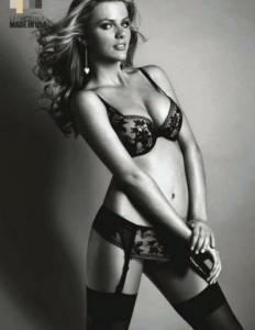 Brooklyn Danielle Decker в эротическом белье